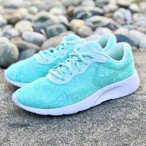 Nike Tanjun Print Running Shoe Igloo Women's 8